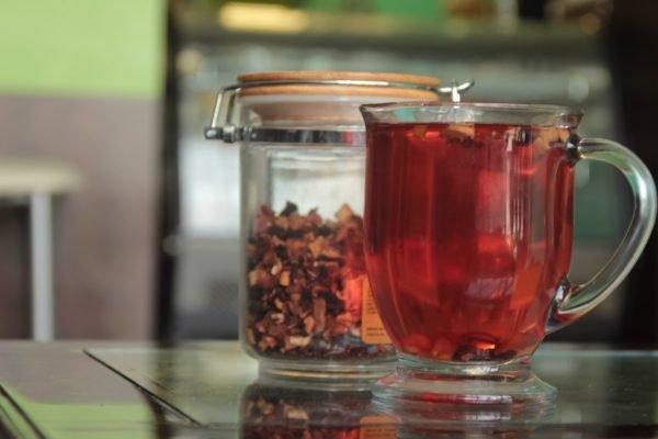 Chá vermelho, sabor que acalma, previne contra o cancer e muito mais