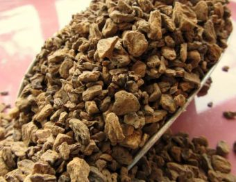 O chá da raiz de chicória traz mais benefícios à saúde do que o café
